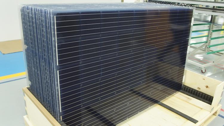 菠菜娱乐场生产的双面发电光伏组件产品